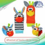 Beeldverhaal Speelgoed van de Gift van de Rammelaar van de Pols van de Sokken van de Zuigeling van de Baby van de Dieren van 4 Stukken het Leuke Nieuwe Zachte Vastgestelde Onderwijs Beste Pasgeboren