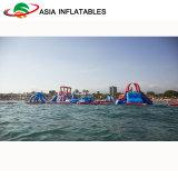 膨脹可能な娯楽水テーマパークは膨脹可能な水公園に乗る