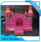 Rosafarbene Farben-Kinder, die Schloss-federnd Schloss-aufblasbaren Prahler springen