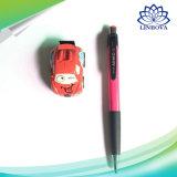 Kind-Karikatur-Schwerkraft, die Fernsteuerungsuhr-Auto erfasst
