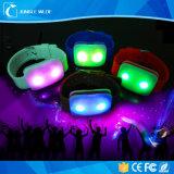 도매 실리콘 LED 번쩍이는 건강한 활성화 팔찌 먼 통제되는 LED 팔찌