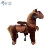 Giro sul giro di /Toys del giocattolo del cavallo sul cavallo