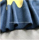 オオカミの漫画のパターンによって編まれる毛布