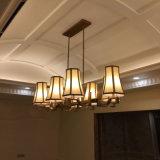 Modernes Weinlese-Hotel-dekorativer sieben Licht-weißer Glasleuchter