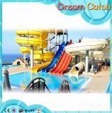 Glissade d'eau de race colorée utilisée pour le parc aquatique