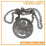 金属の鎖(YB-MD-08)が付いているカスタムロゴのエナメルの金のバッジ