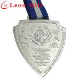 Lo smalto di figura tagliato metallo mette in mostra la medaglia per il campionato