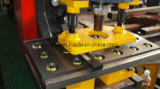 打ち、切れ、曲がり、そしてノッチを付けることのための油圧鉄工