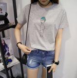 T-shirt de manga curta com pescoço de moda