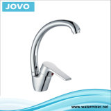 La porcelaine sanitaire Robinet de cuisine en laiton chromé JV 70505