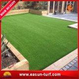 中国の庭の人工的な草のカーペット