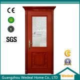 赤によって塗られる古典的な内部の固体木のドア