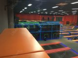 Long chemin ensemble Trampoline olympique jusqu'à l'intérieur Salle de Trampoline