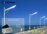 Tudo em lâmpadas de uma rua solares do diodo emissor de luz do sensor automático do corpo