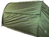 Militärqualitätsfischerboot mit grünem Zelt