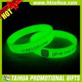 Braccialetto del silicone di prezzi bassi, incandescenza nel braccialetto scuro (TH-band105)