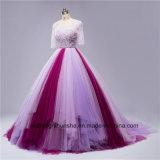 背部が開いたウェディングドレスに玉を付けるセクシーな混合されたカラー