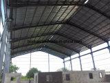 Entrepôt de structure métallique avec la peinture de rouille