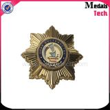 Значок шерифа металла звезды Sun золота Matt сувенира с английскими булавками