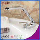 Le robinet du bassin Fyeer chromé avec poignée unique chaud-froid robinet mélangeur