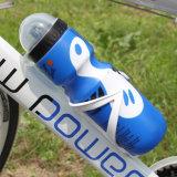 Ir de excursión la bici al aire libre que completa un ciclo la botella de agua portable del jarro de la bebida de los deportes
