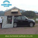 車の屋根の上のテントのセクターの日除けの家