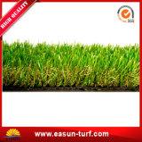 Césped suave del PE de la hierba artificial impermeable del jardín para el ocio