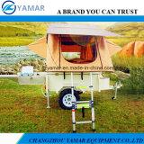 屋根のテントの小型キャンピングカートレーラーの/Campingのトレーラー