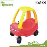 Giocattolo di plastica bello dei capretti, camminatore del bambino, automobile di plastica del giocattolo