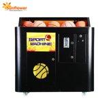 Chico caliente la venta de monedas el rodaje de máquina de juego de baloncesto