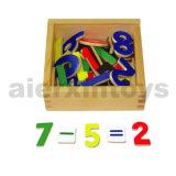 Números magnéticos de madeira na caixa de madeira