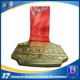 De Medailles van de Sporten van het Metaal van het Metaal van het voetbal met het Embleem van het Sleutelkoord en van de Klant