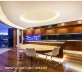 Vaidade iluminada diodo emissor de luz e bacia do banheiro do hotel de Corian do desenhador