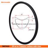 As bordas tubulares do carbono roda da bicicleta Xc de 29 polegadas parte o resíduo metálico 3K de pouco peso