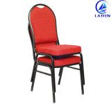 ホテルの食堂の使用法の椅子をスタックする宴会