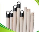 A vara de madeira do punho da vassoura da manufatura com plástico cobriu