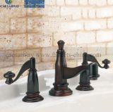 黒くされた3つの方法浴槽の蛇口のミキサー