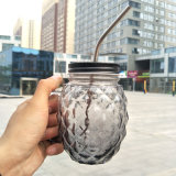 Vaso di muratore variopinto di vetro bevente dell'ananas con la maniglia