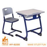 Cadeira e mesa da mobília de escola dos assentos dobro