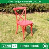 Corss Retour chaises en plastique rouge pour le restaurant de l'utilisation