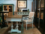 Мебель красивейшего деревянного шкафа античная