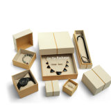 De Verpakkende die Vakjes van de Juwelen van de Gift van het Document van het Huwelijk van de douane met het Embleem van de Douane worden geplaatst