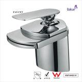 Novo Design de banho acessórios de banho cozinha torneira titulados