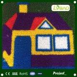 Het kleurrijke Synthetische Centrum van de Kinderverzorging van de Kleuterschool van het Gras