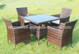 セットされるKd様式4のSeaterの藤のダイニングテーブルおよび椅子