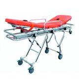 Barella dell'ambulanza del pronto soccorso dell'ospedale