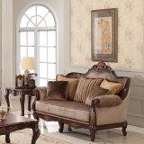 Sofà di legno classico del tessuto del salone con la Tabella antica