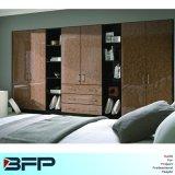 Aangepaste Garderobe met Open Planken