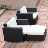 Jogo ao ar livre do sofá da plataforma do canto do Rattan da sala de estar da mobília do jardim de Brown do estilo novo