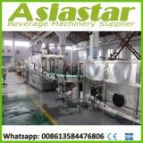 Boisson chaude rinçant l'usine recouvrante remplissante de jus de machine